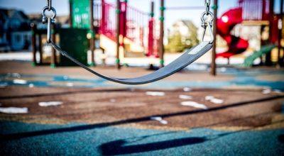Riapertura delle aree giochi all'interno dei parchi comunali.